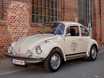 Oldtimer VW Käfer beige schräg