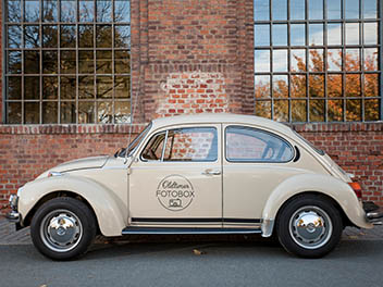 Oldtimer VW Käfer beige Seitenansicht